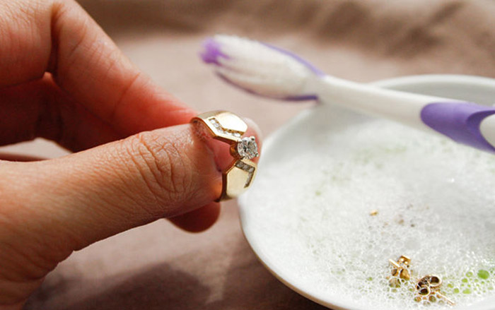 how to clean jewellery